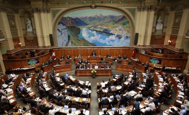 Swiss parliamentarians reject burqa ban