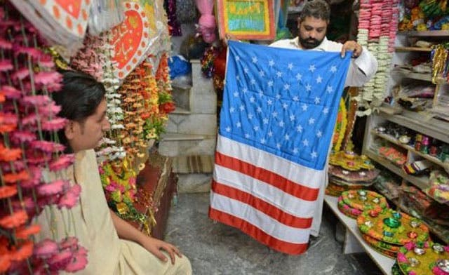 Sale of American flags, a lucrative business in Pakistan