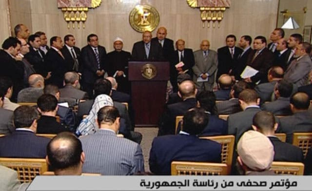 Egypt's Mursi annuls controversial decree, opposition says not enough