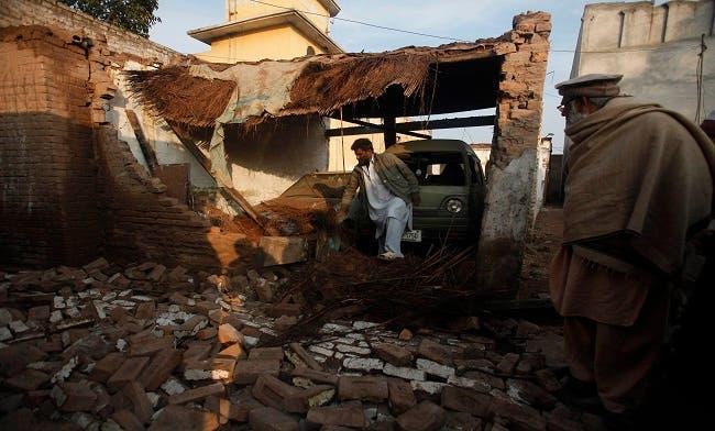 Pakistan police battle militants after deadly airport raid