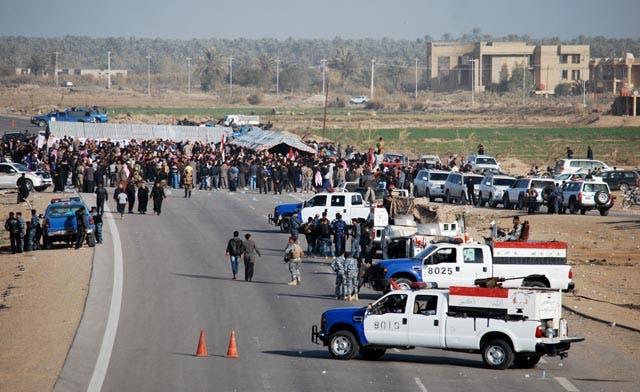 Protest against Iraq PM blocks highway to Syria, Jordan