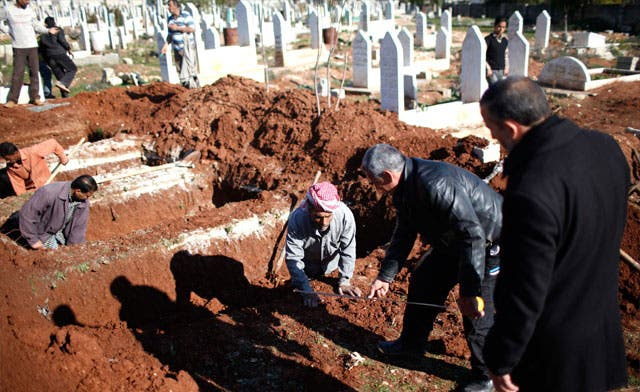 Syria gravediggers have no time to wait for the dead