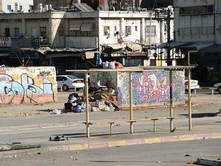 الإيدز يجتاح حافلات تل أبيب والسرطان في محطة القدس