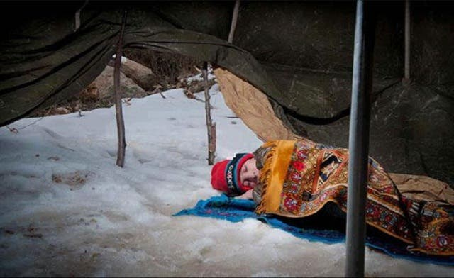 Image of Syrian child sleeping on snow stirs online reaction