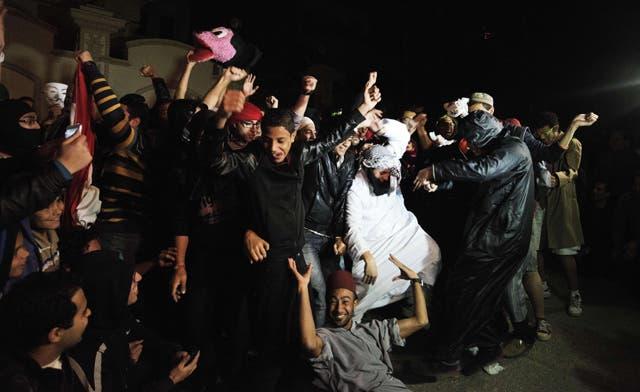'Harlem Shake' shakes Muslim Brotherhood headquarters in Cairo